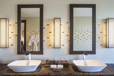 Salinda Premium Resort and Spa - Sea View Villa Bathroom at Salinda Resort Phu Quoc