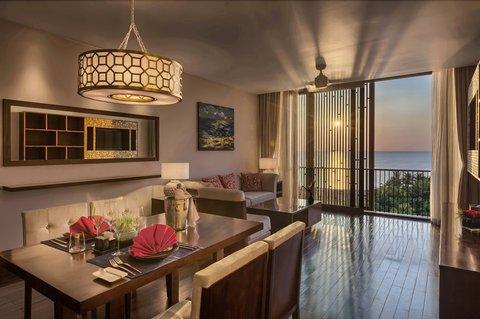 Salinda Premium Resort and Spa - Suite Sea View Dining Room at Salinda Resort