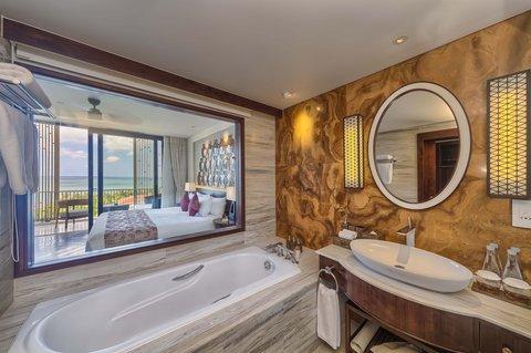 Salinda Premium Resort and Spa - Suite Sea View Bathroom at Salinda Resort Phu Quoc