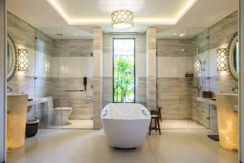 Salinda Premium Resort and Spa - Sea View Villa Suite Bathroom at Salinda Resort