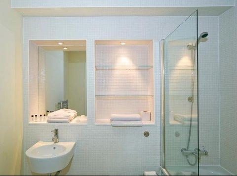Oakwood at Great Suffolk Street - Bathroom