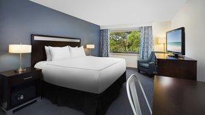 Room - Beach House Hotel Hilton Head Island