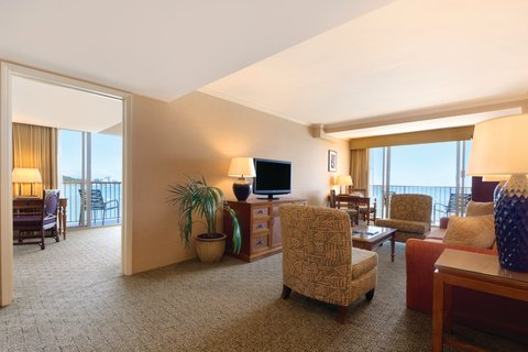 Outrigger Reef on the Beach - Outrigger Reef Waikiki Beach Bed Oceanfront Suite