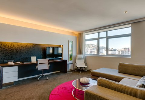 African Pride 15 on Orange Hotel - Deluxe King - Living Area