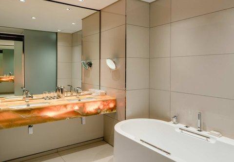 African Pride 15 on Orange Hotel - Standard City King - Bathroom