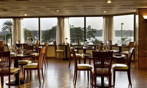 هوليداي إن القاهرة المعادي - Le Clovis Restaurant open 24 hours
