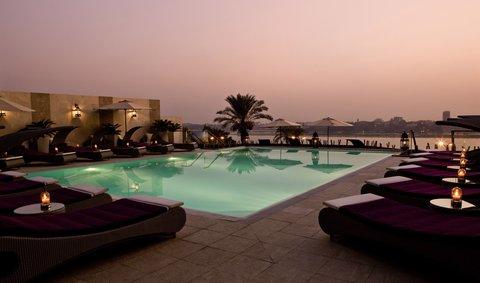 هوليداي إن القاهرة المعادي - Swimming Pool