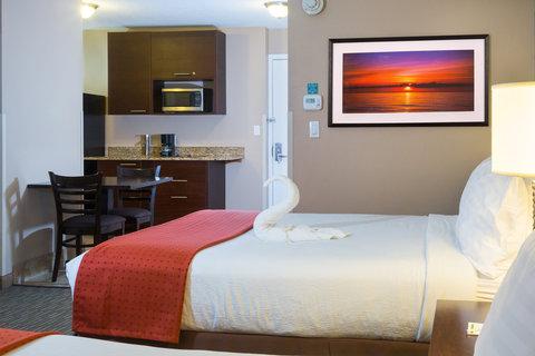 Holiday Inn Resort DAYTONA BEACH OCEANFRONT - Oceanfront 2 Queen Beds Guestroom with Kitchenette