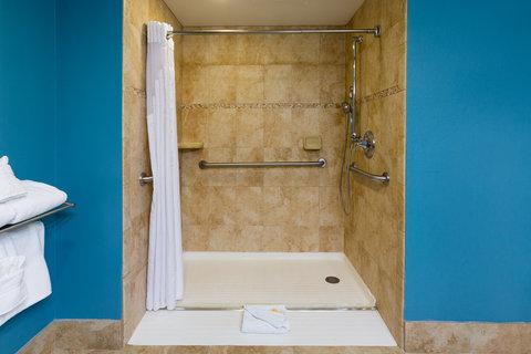 Holiday Inn Resort DAYTONA BEACH OCEANFRONT - Ocean Front 2 Queen Bed Accessible Roll-In Shower
