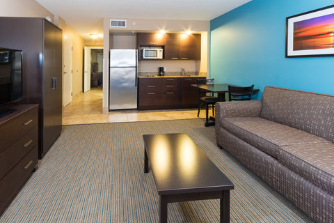 Holiday Inn Resort DAYTONA BEACH OCEANFRONT - Spacious suite living area with either one King or two Queen beds