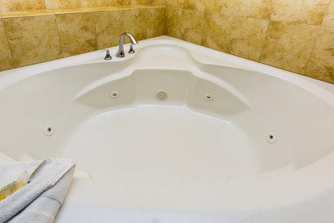 Holiday Inn Resort DAYTONA BEACH OCEANFRONT - Jacuzzi Tub in Ocean Front Jacuzzi Suite