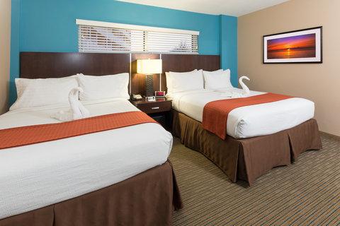 Holiday Inn Resort DAYTONA BEACH OCEANFRONT - Ocean Front Double Queen Suite Bedroom