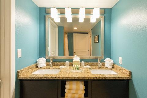 Holiday Inn Resort DAYTONA BEACH OCEANFRONT - King Suite Bathroom Vanity