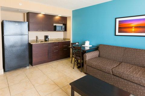 Holiday Inn Resort DAYTONA BEACH OCEANFRONT - King Oceanfront Suite Living Area Facing Full Kitchen