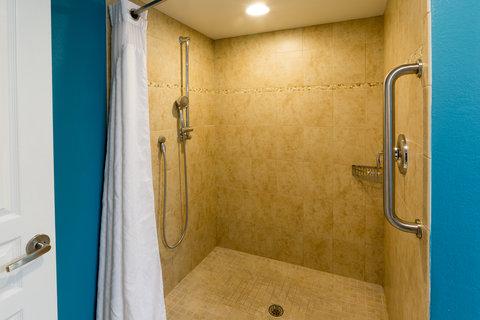 Holiday Inn Resort DAYTONA BEACH OCEANFRONT - Ocean Front Suite Walk-In Shower