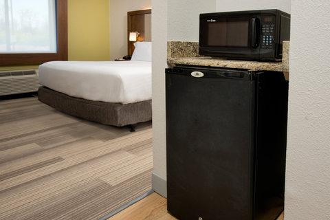 Holiday Inn Express NASHVILLE AIRPORT - Newly Renovated ADA King Guest Room