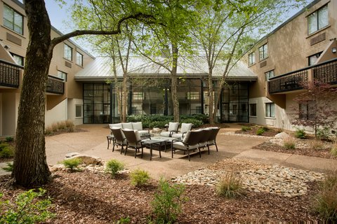 Holiday Inn Express NASHVILLE AIRPORT - Newly Landscaped Courtyard with Fire Pit