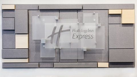 Holiday Inn Express NASHVILLE AIRPORT - Hotel Front Desk