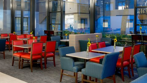 Holiday Inn Express NASHVILLE AIRPORT - Newly Renovated Breakfast Area