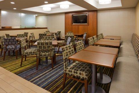 Holiday Inn Express CEDAR RAPIDS (COLLINS RD) - Breakfast Area