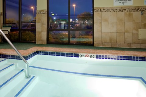 Holiday Inn Express CEDAR RAPIDS (COLLINS RD) - Whirlpool