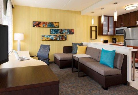 Residence Inn Omaha West - King Studio Suite