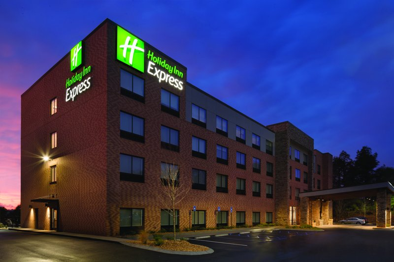 HOLIDAY INN EXP NEWNAN