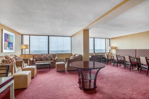 Crowne Plaza BOSTON - NEWTON - Executive Lounge