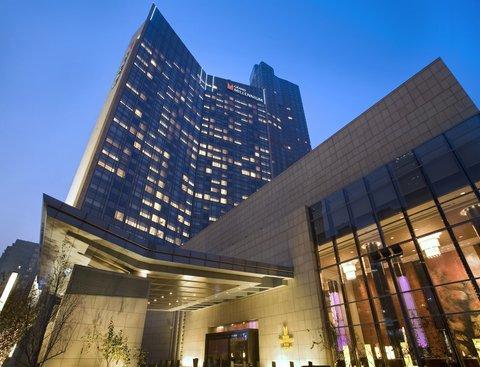 Grand Millennium Beijing - Hotel Entrance
