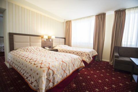 Ani Plaza Hotel - Family Suite OLY