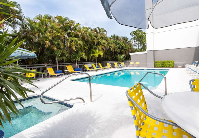 Fairfield inn suites by marriott fort myers cape coral for 7090 cypress terrace fort myers