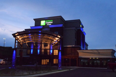 Holiday Inn Express & Suites Geneva Finger Lakes - Our hotel at night is absolutely breathtaking