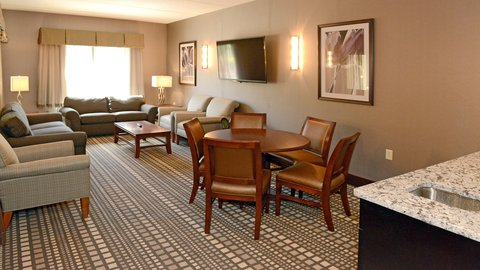 Holiday Inn Express & Suites Geneva Finger Lakes - Perfect place for the Bridal Party to get ready