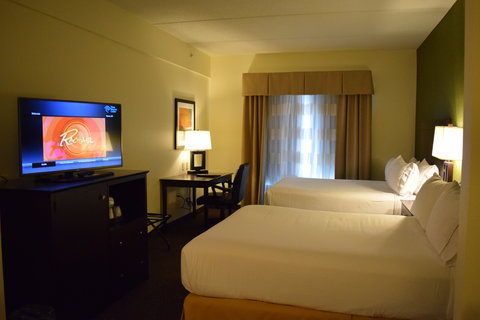 Holiday Inn Express & Suites Geneva Finger Lakes - Relax and enjoy the game on our HD TV
