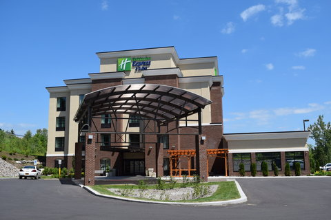 Holiday Inn Express & Suites Geneva Finger Lakes - Our friendly hospitality is waiting for you