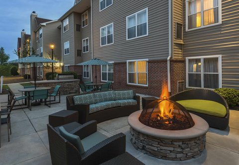 Residence Inn by Marriott Macon - Outdoor Patio   Fire Pit