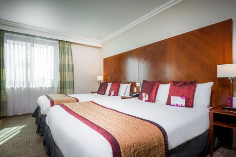 Crowne Plaza BIRMINGHAM NEC - Guest Room 2 double beds with lounge area