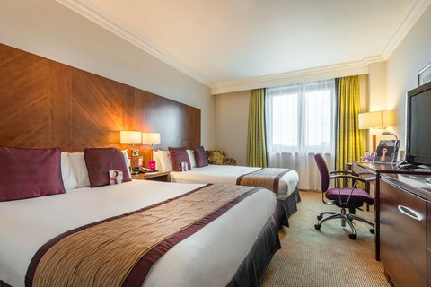 Crowne Plaza BIRMINGHAM NEC - Guest Room 2 double beds with a lake view