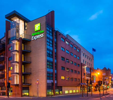 Holiday Inn Express GLASGOW - CITY CTR RIVERSIDE - Holiday Inn Express Glasgow Riverside is a great base to explore