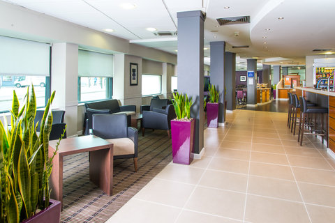 Holiday Inn Express GLASGOW - CITY CTR RIVERSIDE - Our modern Great Room is the perfect space for a catch up
