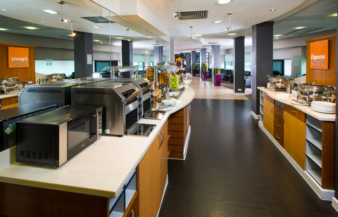 Holiday Inn Express GLASGOW - CITY CTR RIVERSIDE - Enjoy a plate of tasty scrambled eggs  sausages and baked beans