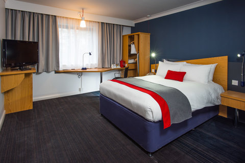 Holiday Inn Express GLASGOW - CITY CTR RIVERSIDE - Our wheelchair accessible rooms are spacious and practical