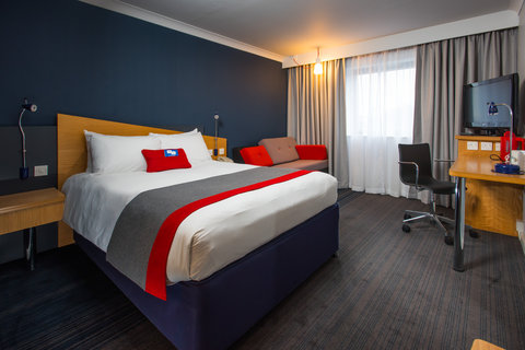 Holiday Inn Express GLASGOW - CITY CTR RIVERSIDE - The kids will love the comfy new sofas in our family rooms