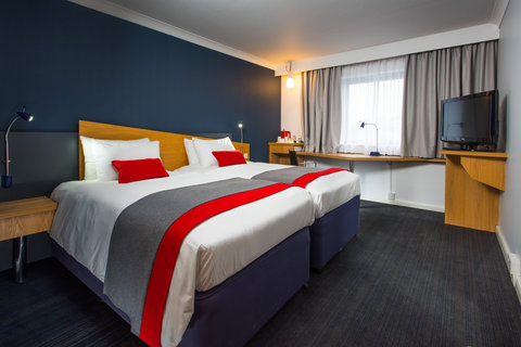 Holiday Inn Express GLASGOW - CITY CTR RIVERSIDE - Our refurbished rooms are as stylish as Glasgow itself