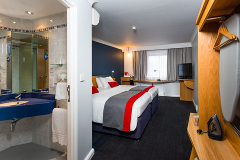 Holiday Inn Express GLASGOW - CITY CTR RIVERSIDE - You ll find an iron  ironing board and new hairdryer in your room