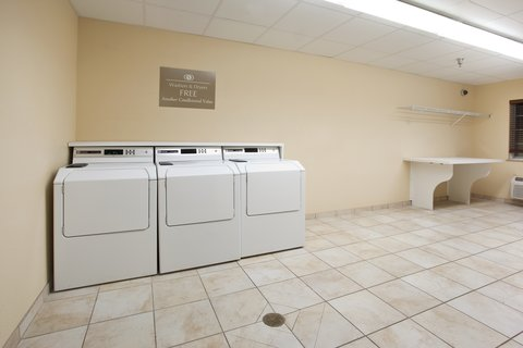 Candlewood Suites CHEYENNE - Enjoy the convenience of our complimentary laundry facility