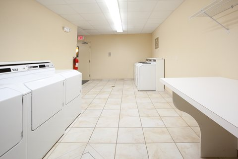 Candlewood Suites CHEYENNE - Complimentary laundry facility for your convenience