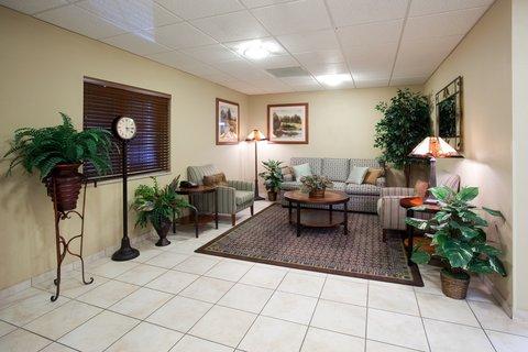 Candlewood Suites CHEYENNE - Hotel Lobby