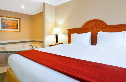 Holiday Inn Express & Suites LAKE ZURICH-BARRINGTON - King Whirlpool Suite