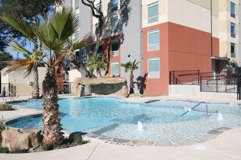 Holiday Inn Express & Suites SAN ANTONIO EAST - I10 - Outdoor Swimming Pool